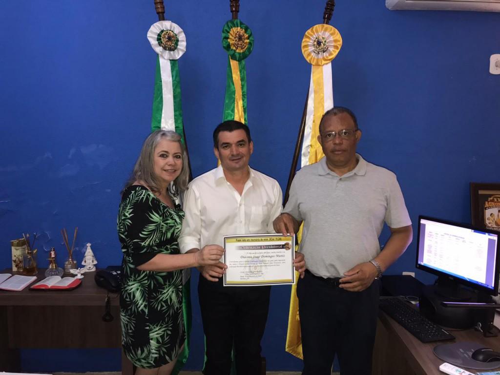 PREFEITO EDIMAR E PRIMEIRA-DAMA LEIZINHA RECEBEM CONVITE  DE ORDENAÇÃO PRESBITERAL DO DIÁCONO IVAIR