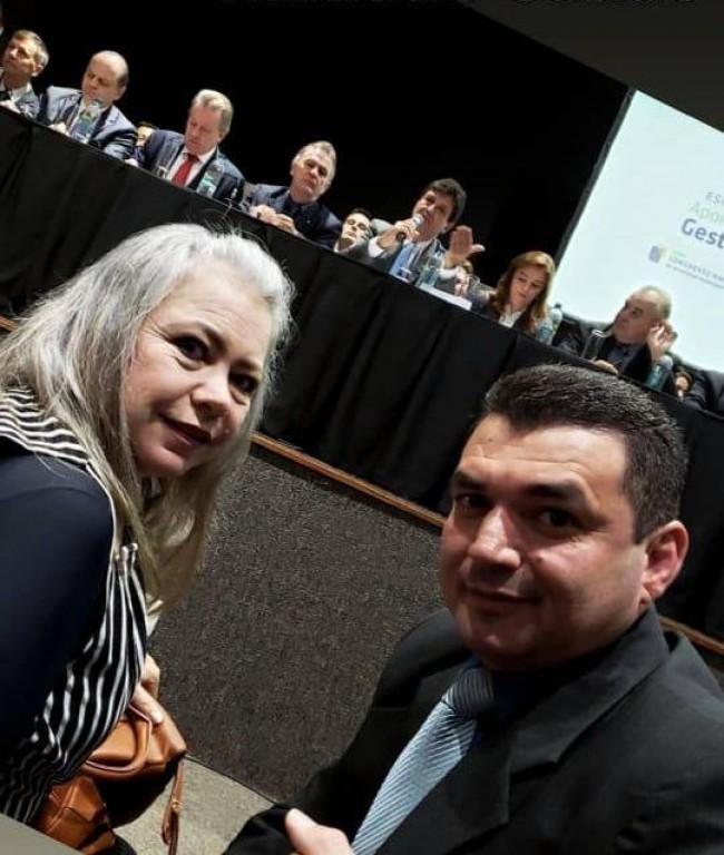 NA CAPITAL FEDERAL PREFEITO E PRIMEIRA-DAMA GARANTEM RECURSOS PARA MUNICÍPIO