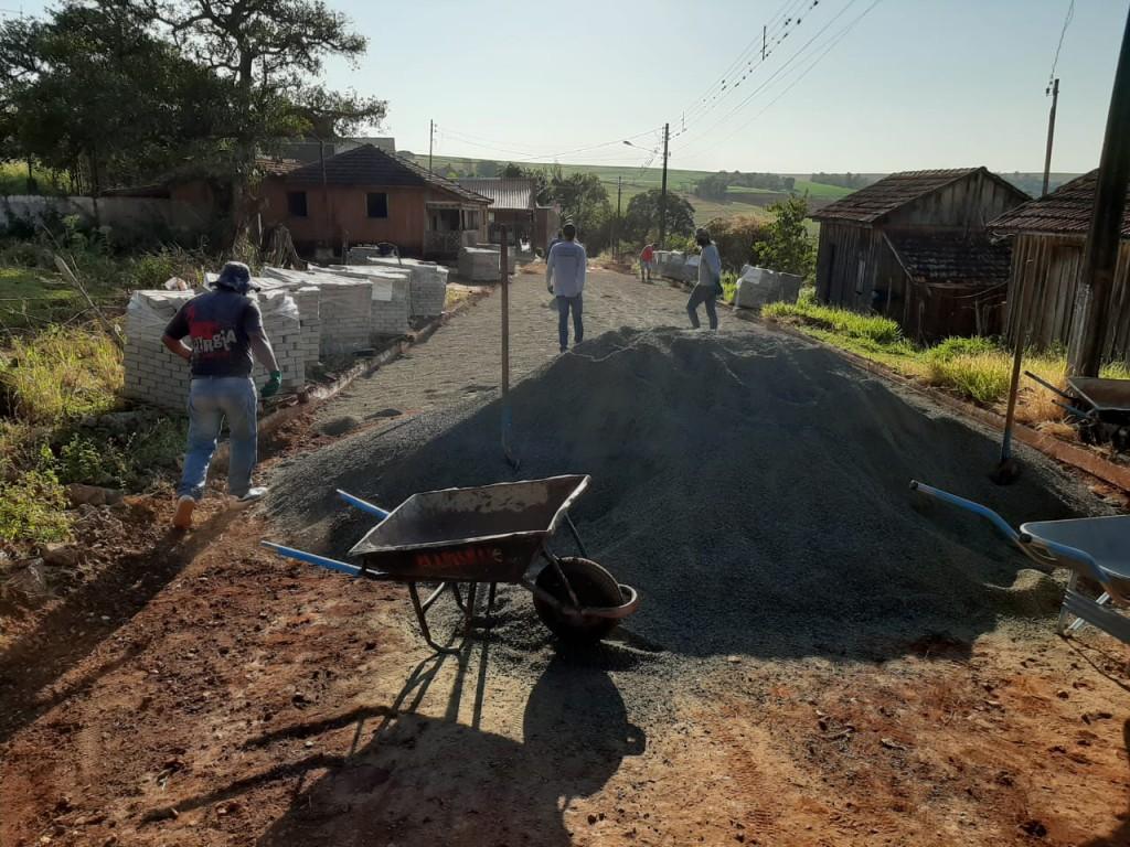 Fotos OBRA DE PAVIMENTAÇÃO EM PAVER NO BAIRRO FRATERNIDADE - 28/04/2020