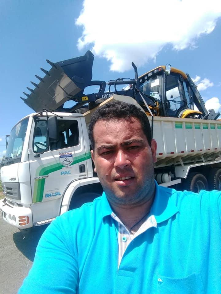 Fotos MUNICÍPIO RECEBE NOVA RETRO ESCAVADEIRA ATRAVÉS DE RECURSO DO DEPUTADO FEDERAL ALEX CANZIANI .