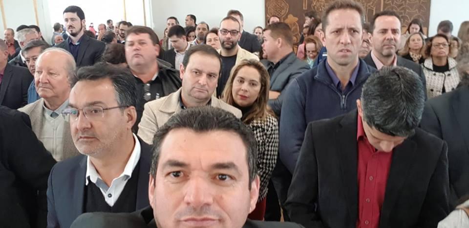 Fotos AGENDA DO PREFEITO: EM CURITIBA, PREFEITO EDIMAR PARTICIPA DE EVENTO DE LIBERAÇÃO DE RECURSOS PARA A SAÚDE