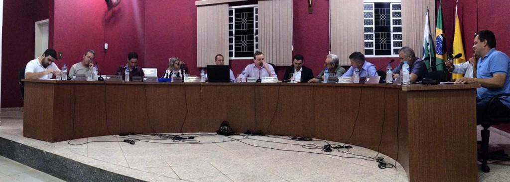 Fotos NO DIA DO SERVIDOR PREFEITO PROTOCOLA PROJETO DE LEI PARA CONCEDER VALE ALIMENTAÇÃO AOS FUNCIONÁRIOS MUNICIPAIS
