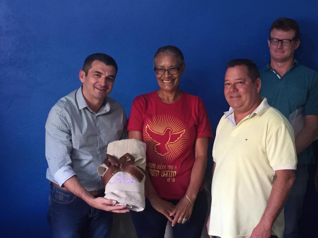 PREFEITURA PRESTA HOMENAGEM AOS SERVIDORES RECÉM-APOSENTADOS