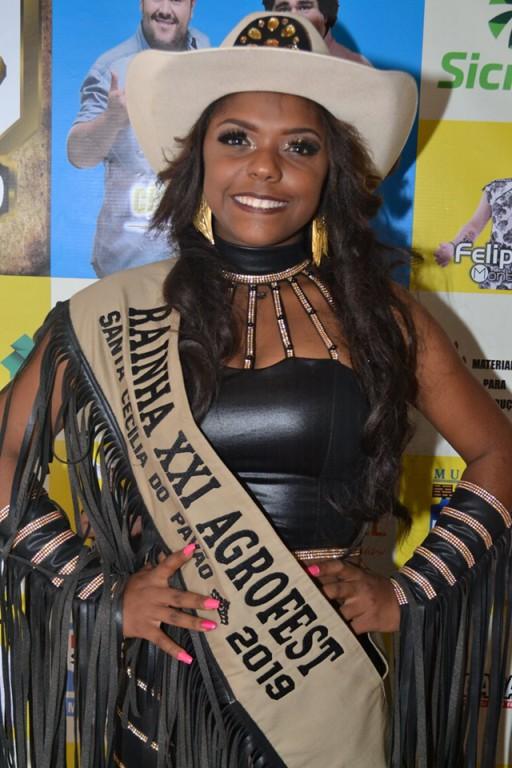 ESTEFANI É ELEITA RAINHA DA XXI AGROFEST
