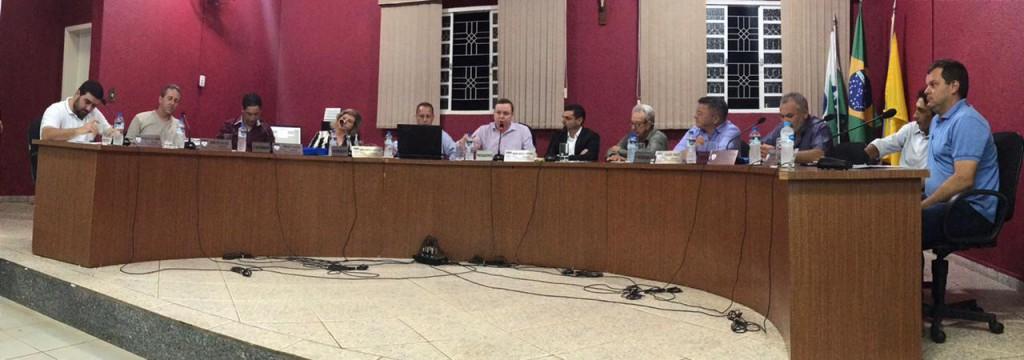 NO DIA DO SERVIDOR PREFEITO PROTOCOLA PROJETO DE LEI PARA CONCEDER VALE ALIMENTAÇÃO AOS FUNCIONÁRIOS MUNICIPAIS
