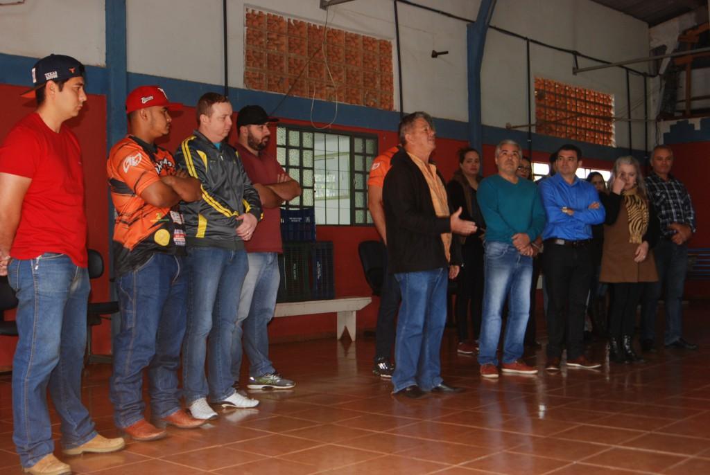 PREFEITURA MUNICIPAL E TRILHEIROS OFF ROAD TRILHÃO DA AGROFEST REALIZAM DOAÇÕES
