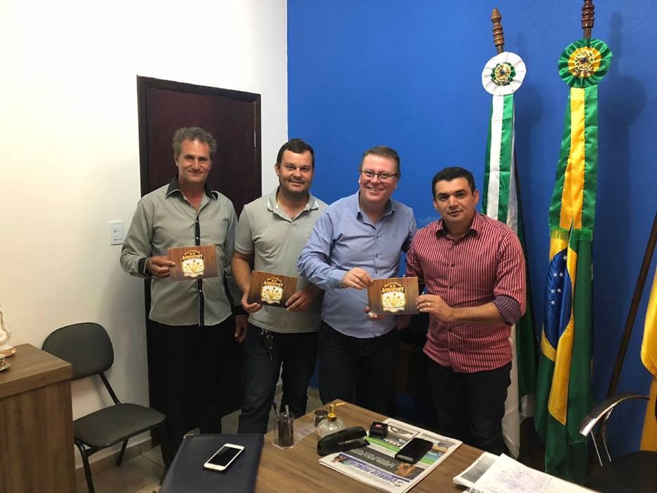 Fotos PREFEITO RECEBE VISITA DE ASSESSORES DO SENADOR ROBERTO REQUIÃO