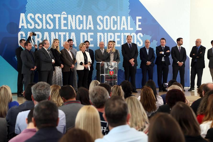 SANTA CECÍLIA DO PAVÃO RECEBE UM MINIBUS ADAPTADO PARA ASSISTÊNCIA SOCIAL