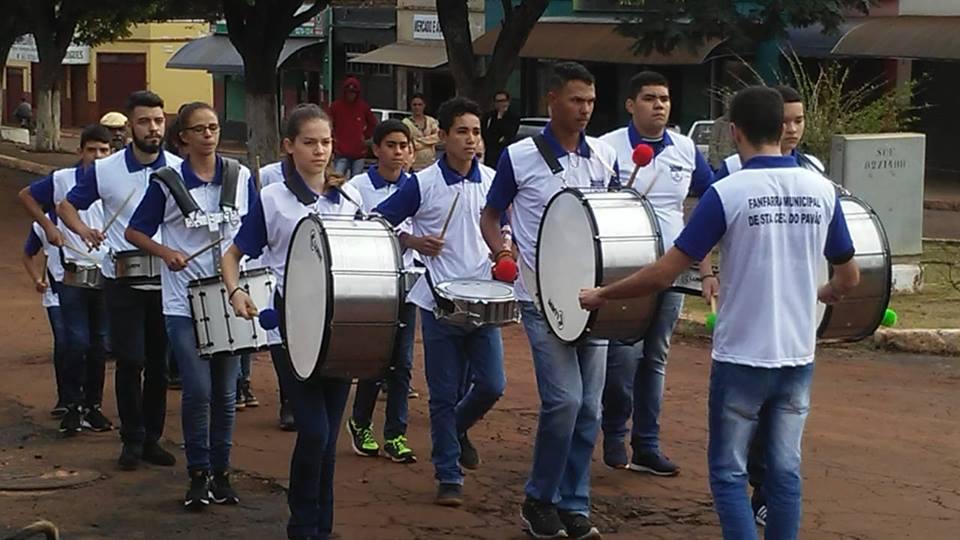 FANFARRA MUNICIPAL FAZ SUA PRIMEIRA APRESENTAÇÃO NA ABERTURA DA SEMANA DA PÁTRIA .