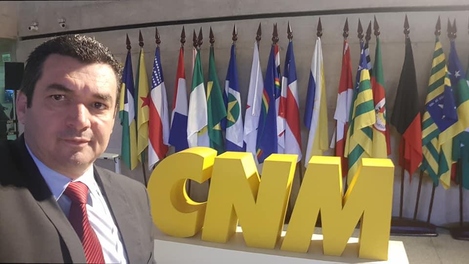 PREFEITO EDIMAR SANTOS PARTICIPA DE ENCONTRO DOS MUNICÍPIOS BRASILEIROS EM BRASILIA.