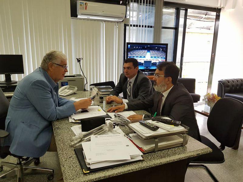 SENADOR ROBERTO REQUIÃO RECEBE PREFEITOS DA AMUNOP DE CORNÉLIO PROCÓPIO