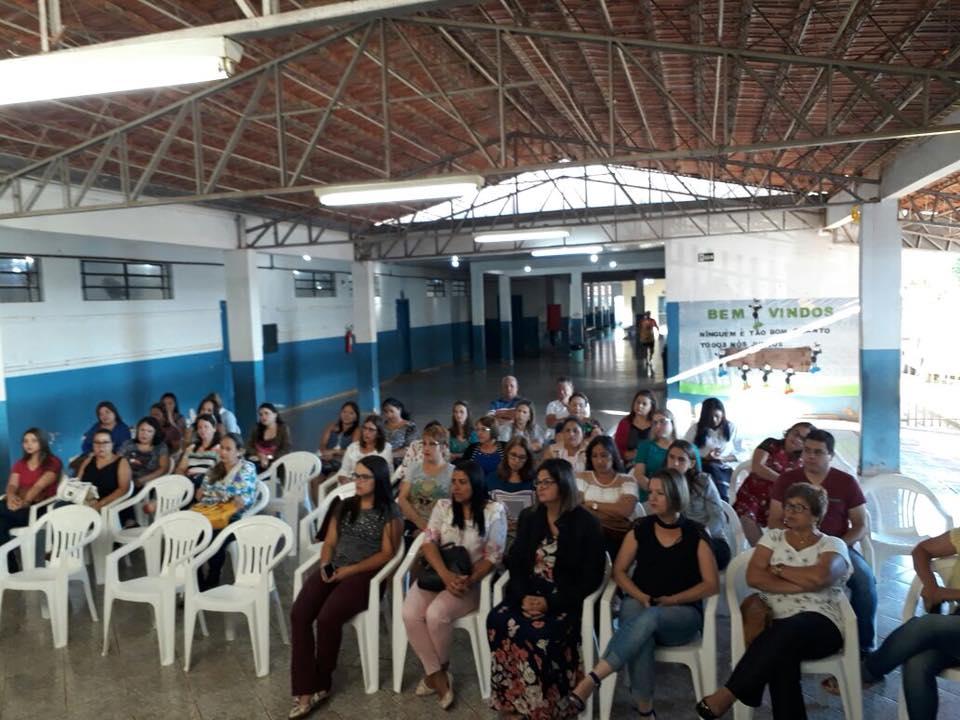 SECRETARIA MUNICIPAL DE EDUCAÇÃO DISTRIBUI AULAS PARA PROFESSORES DA REDE MUNICIPAL DE ENSINO.