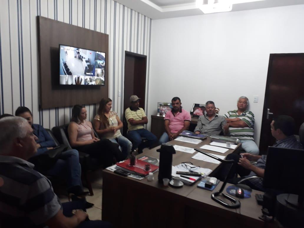 PREFEITO REÚNE SECRETÁRIOS PARA DEFINIÇÕES DE METAS PARA O FINAL DO ANO