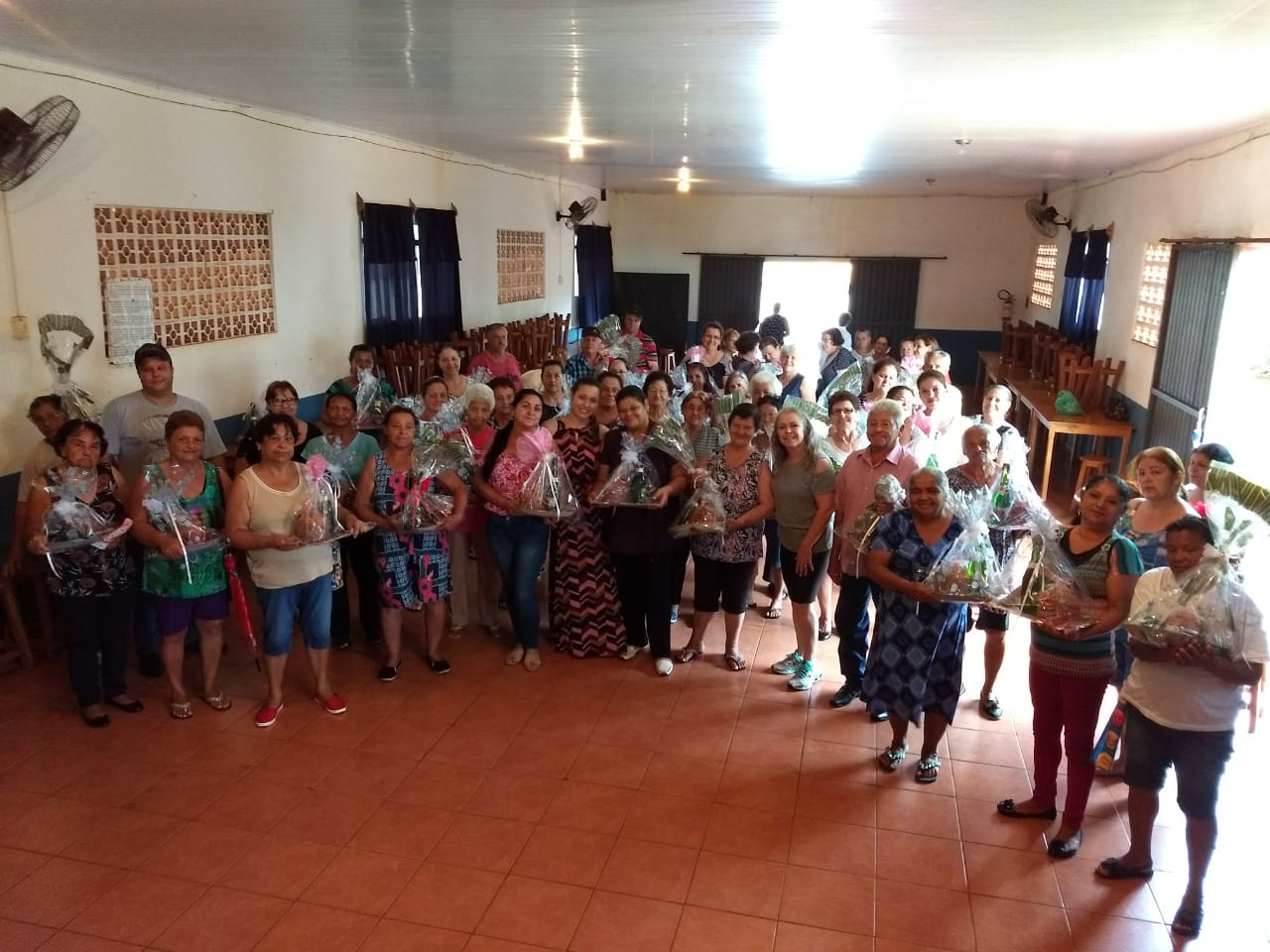 PRIMEIRA-DAMA LEIZINHA REALIZA CONFRATERNIZAÇÃO DA MELHOR IDADE